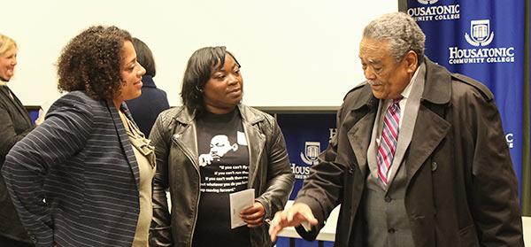 Senator Gomes speaks to nonprofit leaders.