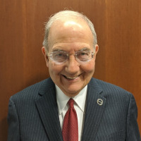 Photo of Senator Looney.