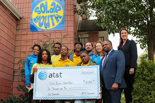 photo of Senator Winfield with Solar Youth group.